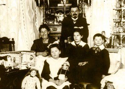 1909-Fam. Flemming mit Johanna, Hilde, Emil, Suse und Fritz